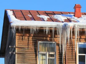 roof with snow melting on it and ice dams
